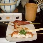 Quelques brochettes dans un restaurant à Kyoto