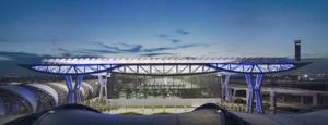 Aéroport de Bangkok - Helmut Jahn of Murphy/Jahn Architects - Light Artist : Yann Kersalé © Rainer Viertlböck