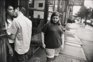New York 1969 - Garry Winogrand - Tirage gélatino-argentique. Collection of Jeffrey Fraenkel and Alan Mark. © The Estate of Garry Winogrand, courtesy Fraenkel Gallery, San Francisco. Photo: Don Ross
