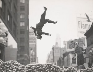 New York vers 1955 - Garry Winogrand - Tirage gélatino-argentique. The Garry Winogrand Archive, Center for Creative Photography, The University of Arizona. © The Estate of Garry Winogrand, courtesy Fraenkel Gallery, San Francisco