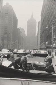 Park Avenue, New York 1959 - Garry Winogrand - Épreuve gélatino-argentique. Collection National Gallery of Art, Washington, DC, Patrons'Permanent Fund, image courtesy National Gallery of Art, Washington, DC. © The Estate of Garry Winogrand, courtesy Fraenkel Gallery, San Francisco