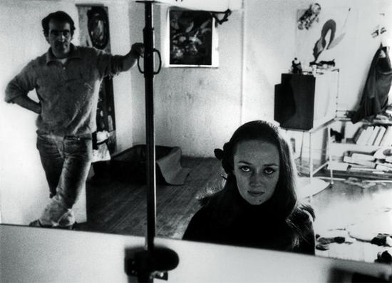 Niki de Saint Phalle et Jean Tinguely à l'atelier photographie de Harry Schunk 1963 © 2014 Niki Charitable Art Foundation, All rights reserved