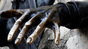 La main du Passe Muraille